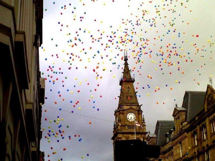 Bersenang-senang di Festival Kebanggaan Tahunan Liverpool